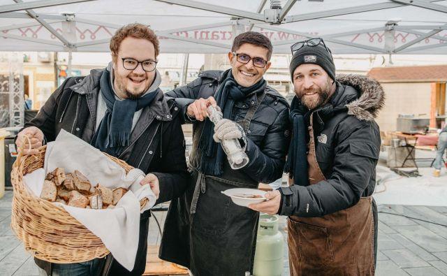 Kuhati so pomagali (od leve) Sašo Stare, Matjaž Rakovec in Aljaž Tepina. Foto Arhiv Mo Kranj