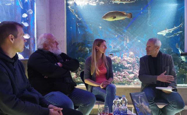 Predstavitev knjige Ocean v malem. Z leve: Borut Mavrič. Lovrenc Lipej, Manja Rogelja in Robeert Turk Foto Boris Šuligoj