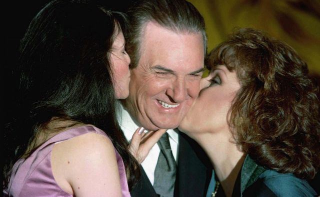 Danny Aiello leta 1997 ob igralkah Lucy Lawless in Joy Behar. FOTO: Jeff Christensen/Reuters