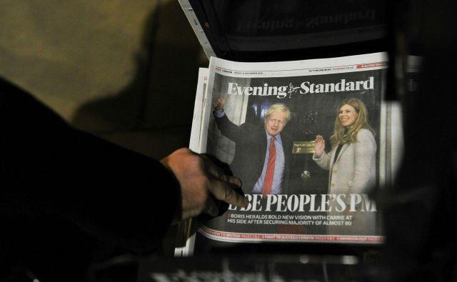 Prepričljiva zmaga konservativcev pomeni, da bo britanski premier Boris Johnson preživel božič v Downing Streetu 10. FOTO:Daniel Sorabji/AFP