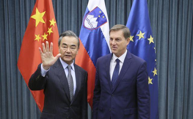 Kitajski in slovenski zunanji minister, Wang Yi in Miro Cerar, sta izrazila upanje, da bodo odnosi med Kitajsko in EU vstopili v novo fazo kakovostnejšega partnerstva. FoOTO: Jože Suhadolnik/Delo