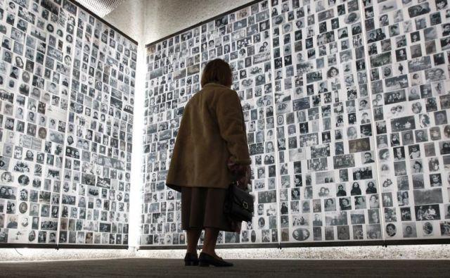 Spomin na holokavst ne sme zamreti. FOTO: Reuters