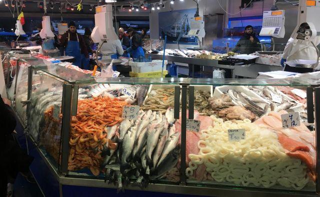 Na tržnici, ki je menda največja v Belgiji, se najde vse, od rib do čevljev. Foto Peter Žerjavič