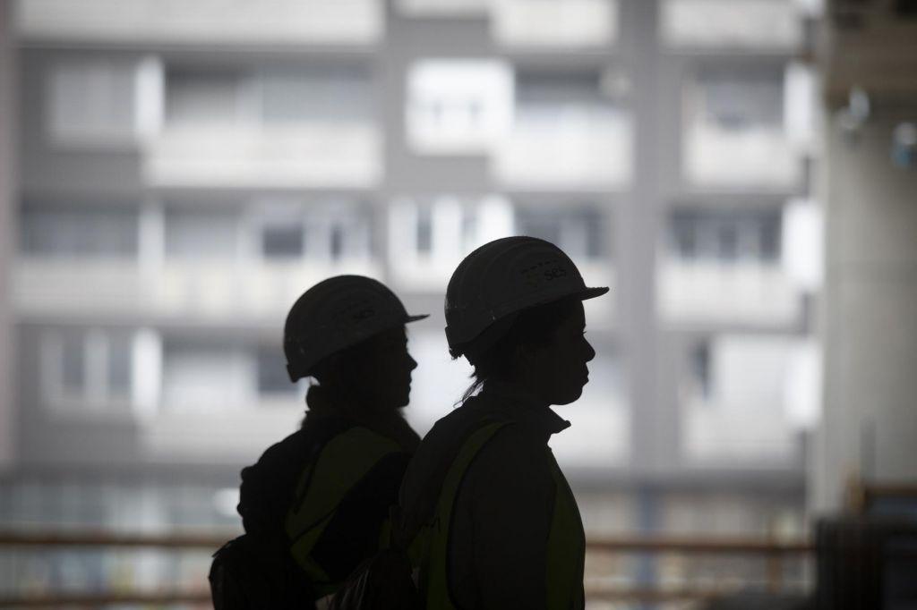 Aktivnost v gradbeništvu se znižuje, krepijo se zaloge pogodb