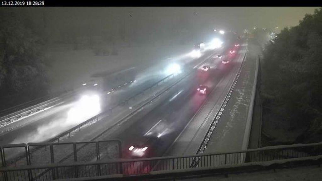 FOTO:Naveč težav zaradi obilnega sneženja na primorski avtocesti