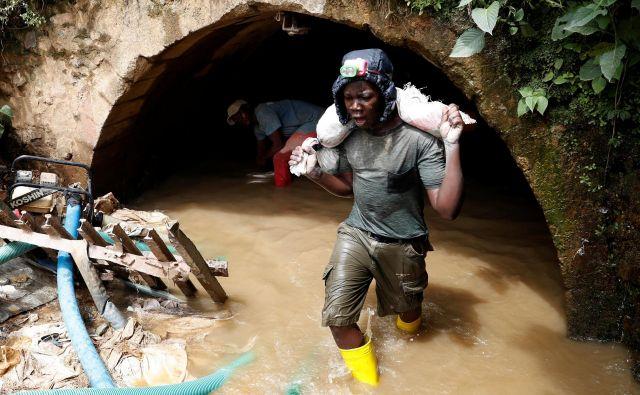 Delo v rudniku zlata blizu mesta Mongbwalu v Kongu (fotografija je simbolična). FOTO: Goran Tomašević/Reuters