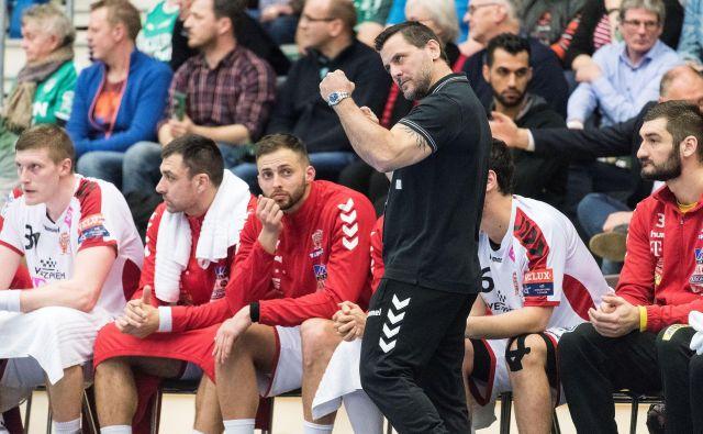 Ljubomir Vranješ je bil v sezoni 2017/18 trener Veszprema, kjer igra tudi Blaž Blagotinšek (levo) FOTO: Reuters