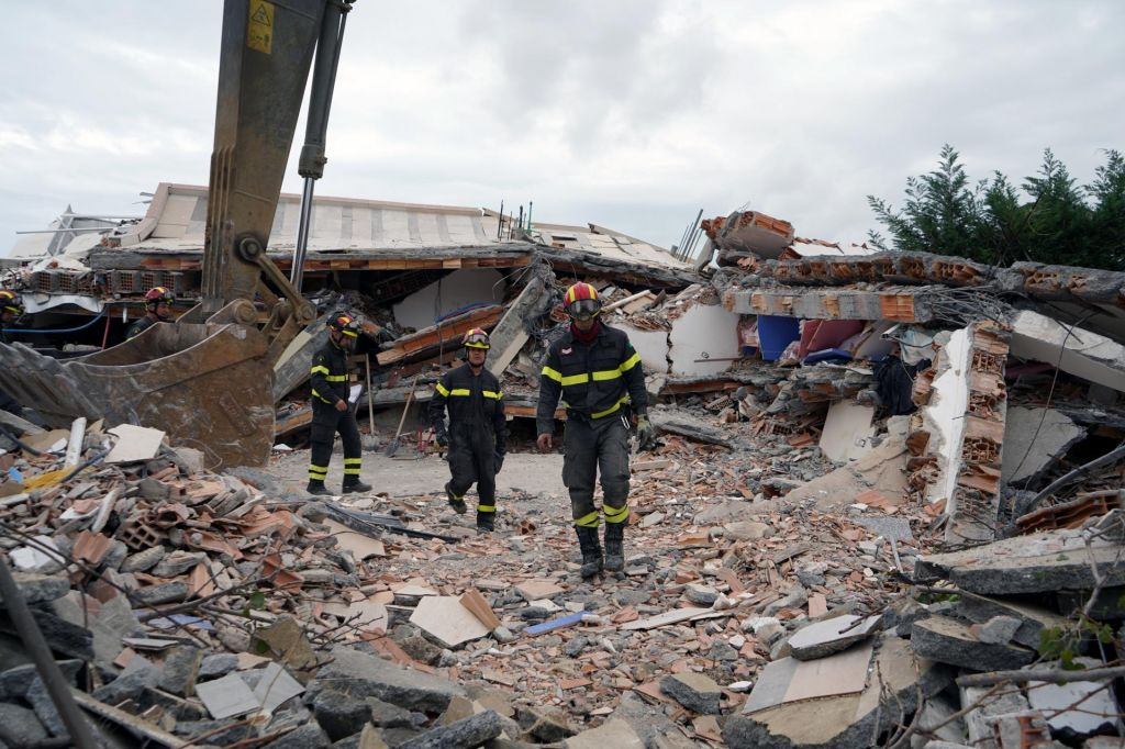 Po potresu v Albaniji aretirali devet ljudi