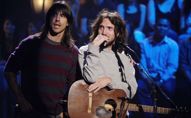 Anthony Kiedis (na fotografiji levo) in John Frusciante leta 2005 v Los Angelesu. FOTO: Chris Pizzello Reuters