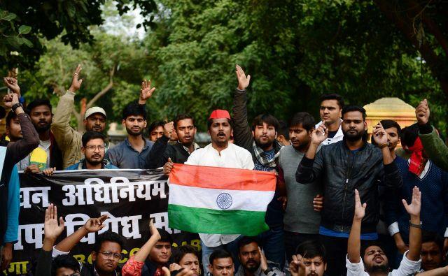 Protesti zoper spremenjeni zakon o državljanstvu so se razširili po študentskih središčih. FOTO: Sanjay Kanojia/AFP