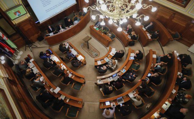 Mestni svetniki so sprejeli proračuna za prihodnji dve leti. FOTO: Uroš Hočevar/Delo