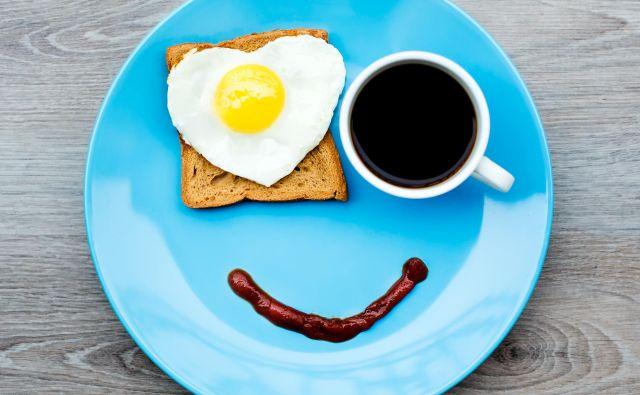 Drži, da je dan dobro začeti s kakovostnim zajtrkom, saj ta po krajšem nočnem postu oskrbi telo s potrebno energijo za nov dan in nove razgibane izzive. Foto: Shutterstock