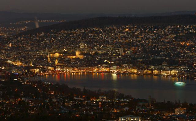 Züriško jezero je najlepše ponoči. Foto Reuters