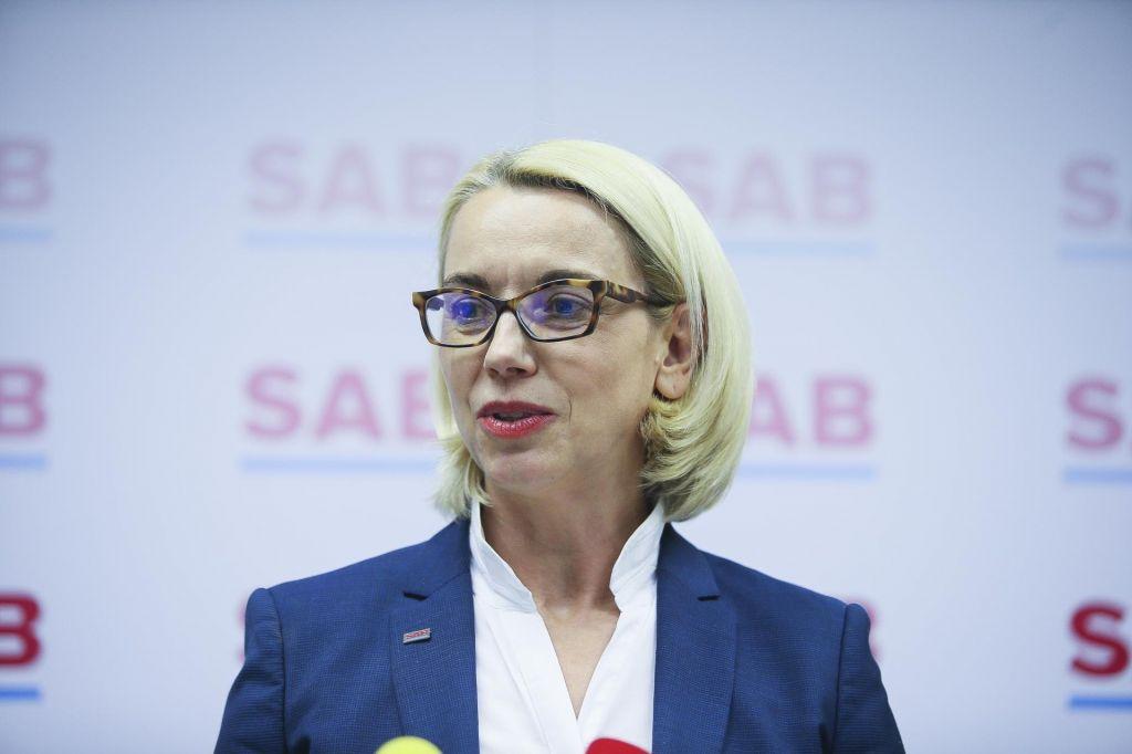 Ključne glasove Angeliki Mlinar bo najverjetneje priskrbela SNS, Levica ji nasprotuje