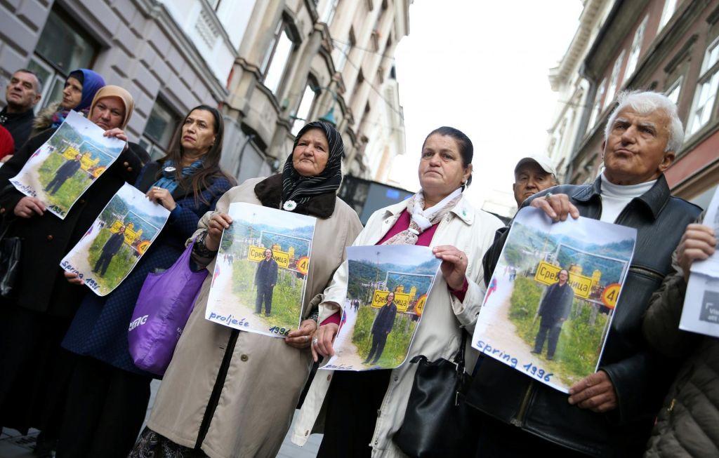 S spominom na genocid v BiH so si polnili žepe