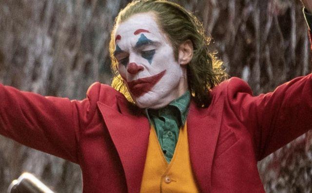 Ob njeni glasbi se je Joaquin Phoenix v Jokerju zazibal v ubijalski ples. FOTO: Reuters