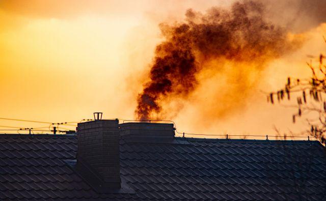 Po novi, avgusta sprejeti uredbi o emisiji snovi v zrak iz malih kurilnih naprav so mejne vrednosti emisij precej nižje kot doslej, prepovedana je tudi prodaja kotlov z zastarelo tehnologijo, ki so še na trgu. FOTO: Shutterstock
