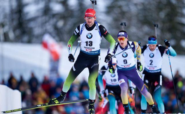 Jakov Fak se je v Avstriji po dobrem letu vrnil med biatlonsko smetano. FOTO: Georg Hochmut/AFP