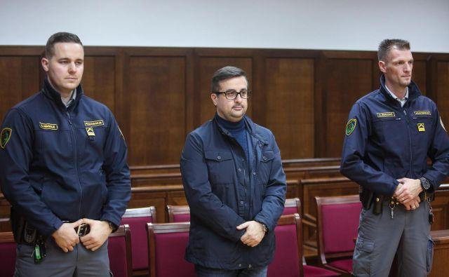 Aleksander Vettorazzi očitke odločno zavrača in tarna, da ima uničen posel. FOTO: Tomaž Primožič/Fpa
