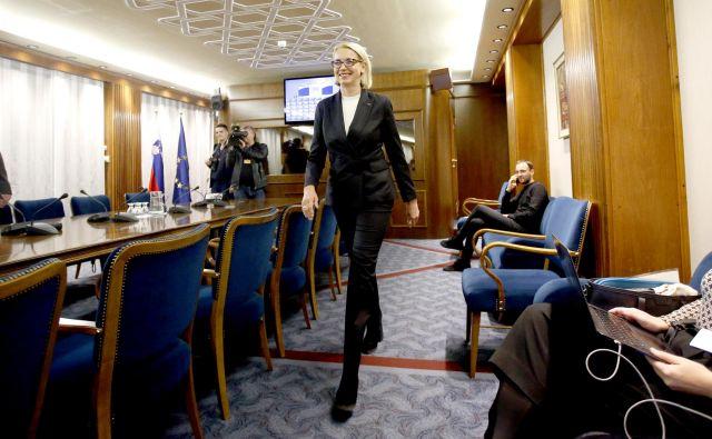 Podpora Angeliki Mlinar je na današnjem glasovanju v državnem zboru negotova, kar bi lahko bila velika težava za njeno predlagateljico, predsednico SAB Alenko Bratušek, in posledično za koalicijo. FOTO: Roman Šipić/Delo