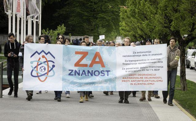 Protest znanstvenikov in znanstvenih delavcev Foto Jože Suhadolnik