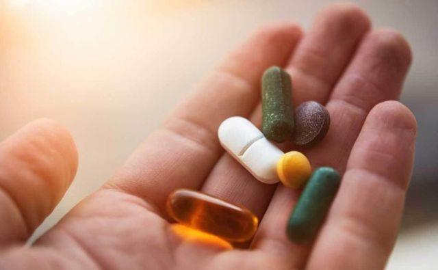 Topilci maščob v ožjem pomenu so ponavadi prehranska dopolnila, tabletke ali praški, o katerih prodajalci trdijo, da bodo pospešili presnovo in da bomo z njimi porabili več energije iz maščobnih virov. FOTO: Shutterstock
