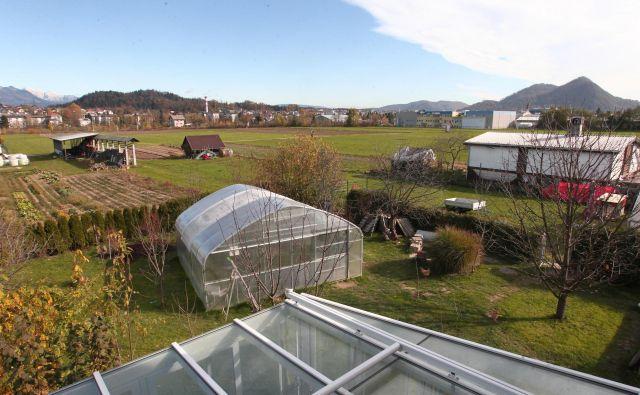 Številna obdelana zemljišča v Medvodah so po občinskem prostorskem načrtu opredeljena kot stavbna. FOTO: Dejan Javornik