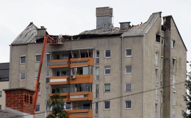 Brez doma je takrat začasno ostalo 34 ljudi, skupno so jih morali evakuirati 150. FOTO: Dejan Javornik/Slovenske novice