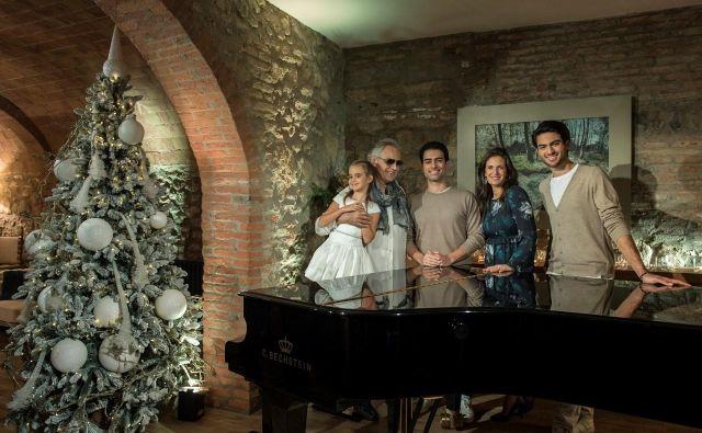 Praznični Andrea Bocelli z družino.<br /> Foto osebni arhiv