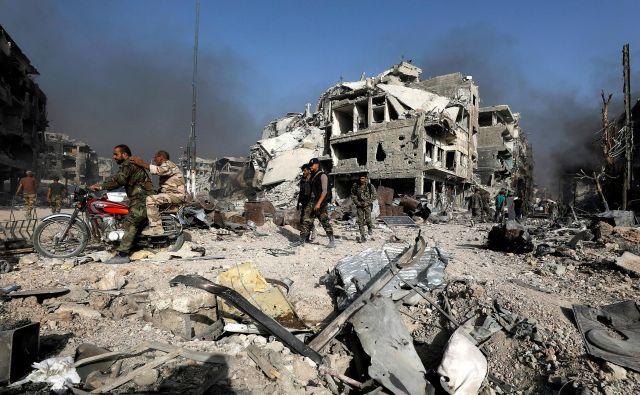 V sirski vojni je bilo ubitih najmanj pol milijona ljudi. FOTO: Reuters