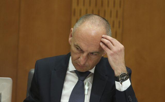 Ministra za zdravje Aleša Šabedra bi lahko poleg težav s čakalnimi vrstami doletele še hude težave financiranja zdravstva. Foto Jože Suhadolnik