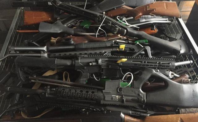 Še danes novozelandska vlada odkupuje prepovedano orožje in ne kaznuje lastnikov, od jutri bodo ti kazensko odgovorni. FOTO: Policija Nove Zelandije