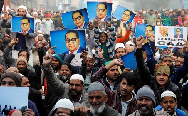Protesti proti amandmaju zakona o državljanstvu so se razširili po vsej Indiji. FOTO: Reuters