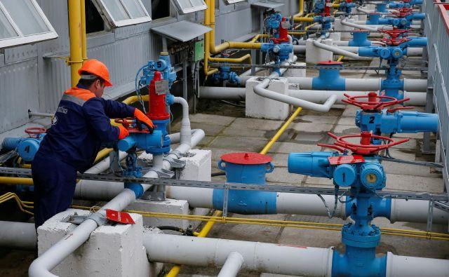 Ukrajina je doslej za tranzit ruskega plina dobivala na leto okoli tri milijarde dolarjev na leto. FOTO: Reuters