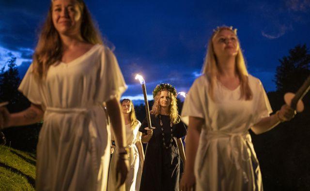 Bronja Žakelj je na kresni večer slavila na Rožniku, roman <em>Belo se pere na devetdeset</em> ji je prinesel Delovo nagrado kresnik. Foto Voranc Vogel