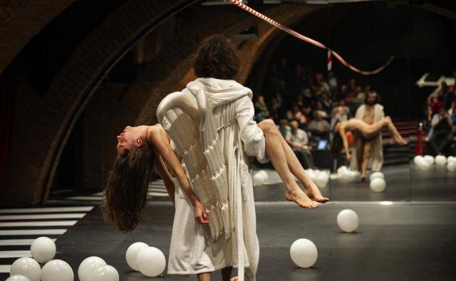 Predstava<em> </em><em>še ni naslova</em> Tomija Janežiča v produkciji Slovenskega mladinskega gledališča je zaznamovala letošnje leto. Foto Žiga Koritnik