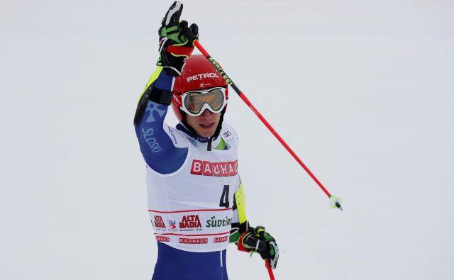 Žan Kranjec je na treh veleslalomih v tej sezoni vknjižil dve tretji in eno četrto mesto. Takole se je petih stopničk v karieri veselil danes v Alta Badii. FOTO: Reuters