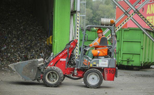 Odvoz smeti se je v Ljubljani lani podražil, v 2020 se ne bo. FOTO: Jože Suhadolnik/Delo