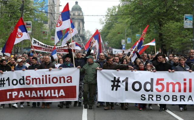 V Srbiji so spomladi množično demonstrirali proti predsedniku Aleksandru Vučiću. Foto Reuters