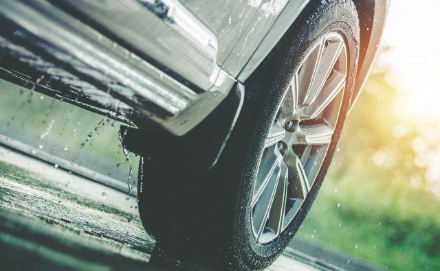 Zavorni čas je na mokrih in spolzkih cestah daljši. Foto Guliver/getty Images