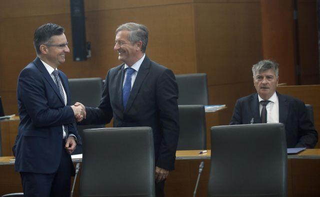 Karl Erjavec se pravi, da se bosta morala s predsednikom vlade Marjanom Šarcem po kongresu Desusa pogovoriti. FOTO: Bla�ž Samec/Delo