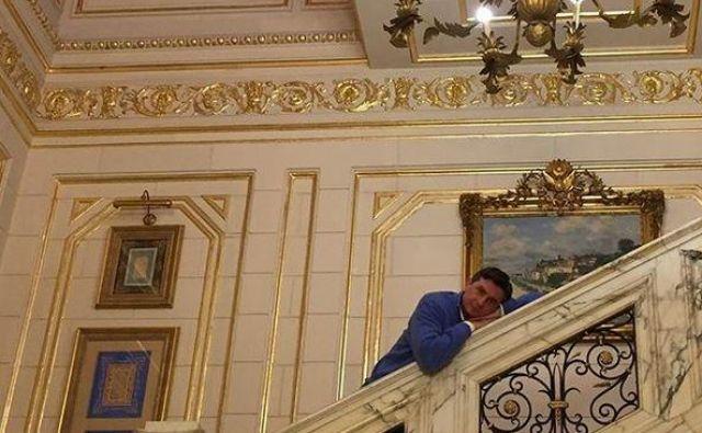 V letnem poročilu o svojem delu je predsednik države spomnil, da je držal svojo obljubo in Ilki Štuhec, ki je februarja ubranila naslov svetovne prvakinje v smuku, 2. aprila opral avto. Takole pa se je fotoaparatu nastavil ves melanholično domotožen med obiskom Egipta pred dvema letoma. FOTO: instagram