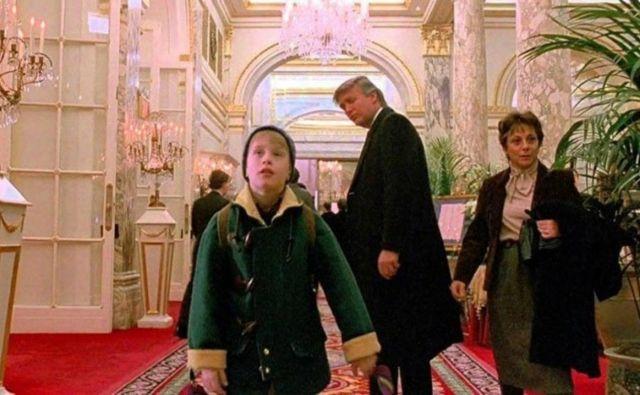Trump si je vlogo v filmuprislužil kot takratni lastnik hotela Plaza, kamor se, potem ko se po pomoti znajde v velikem mestu, zateče navihani protagonist Kevin McCallister. Foto: YouTube
