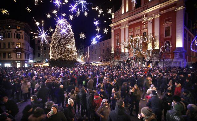 Ljubljana bo vstopala v novo leto jutri ves dan. Od 16. ure bodo na Kongresnem trgu družine z otroki praznovale prihod novega leta, ki bo tam (simbolno) nastopilo že ob 17. uri. Foto Roman Šipić