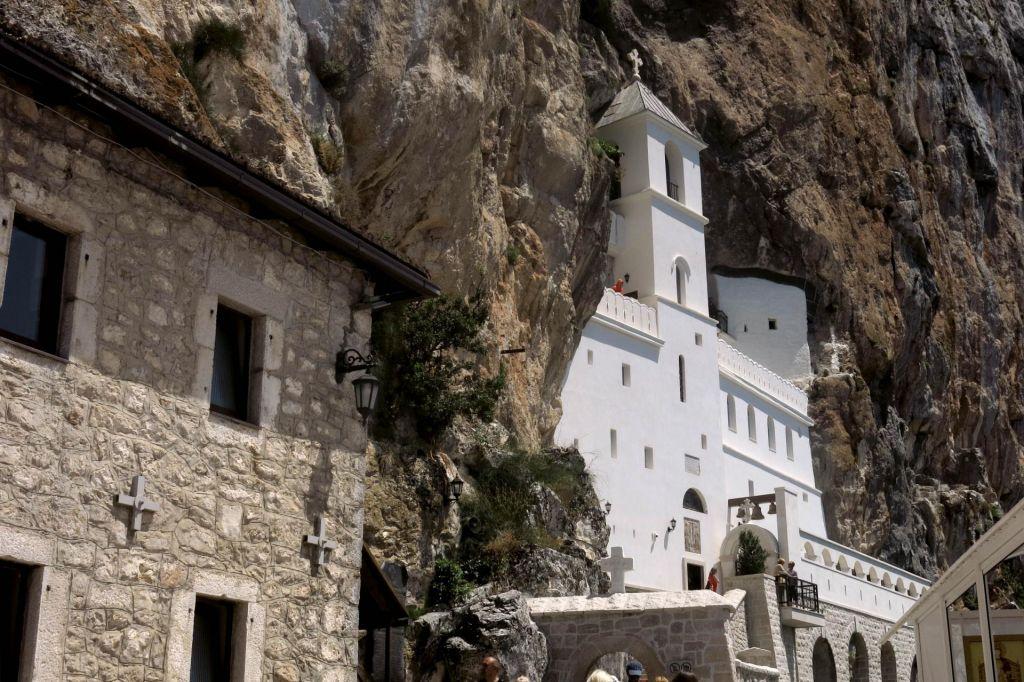 Črna gora sprejela zakon za podržavljanje cerkvenega premoženja