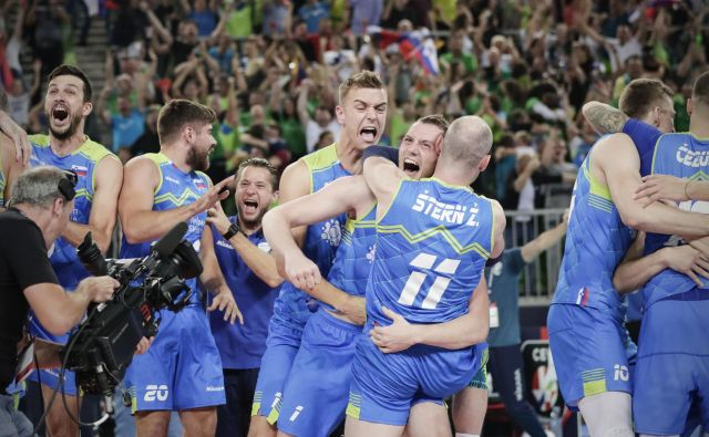Slovenska reprezentanca med polfinalno tekmo Poljska - Slovenija na evropskem prvenstvu v Ljubljani. FOTO: Uroš Hočevar