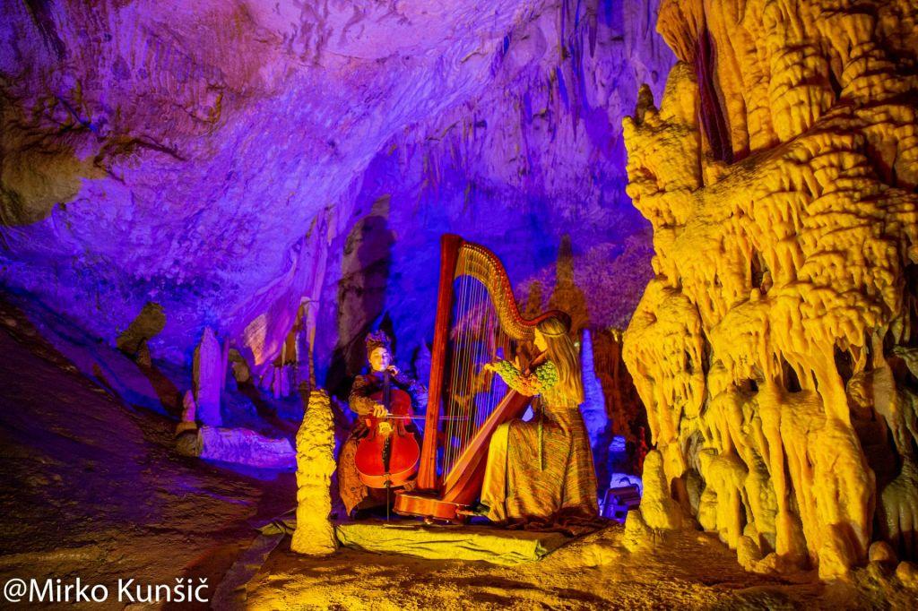 FOTO:Žive jaslice v Postojnski jami