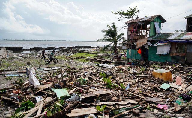 Tajfun Phanfone je osrednji del Filipinov dosegel v torek. FOTO: Afp