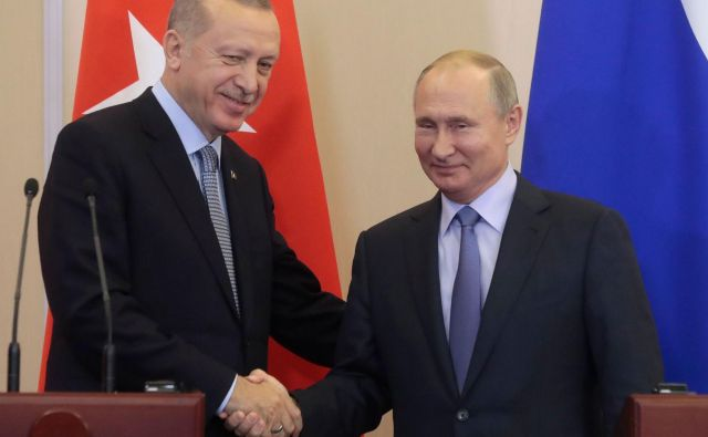 Nekateri analitiki že napovedujejo, kako bosta Putin in Erdoğan tudi libijsko norišnico poskušala rešiti po »sirskem receptu«. FOTO: Sergei Chirikov/AFP