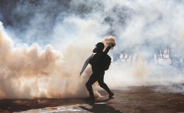 Protestniki v Čilu že tedne vztrajajo na ulicah. FOTO: Ivan Alvarado/Reuters